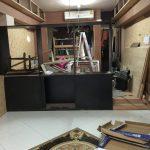 バンコクタニヤにある美容院の床の貼り付け工事が開始されました