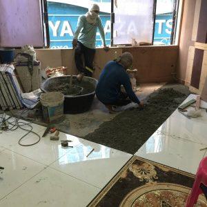 シーロムATAMAサロンの床の貼り付け工事