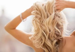 バンコクATAMAヘアーサロンのブリーチ髪イメージ