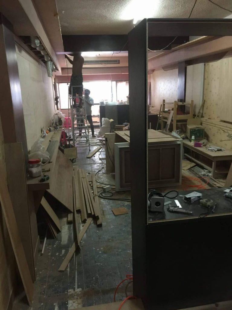 タニヤ入り口のアゲハビル4階の美容院の工事風景