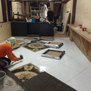 サラデーンATAMAサロンの床の貼り付け工事