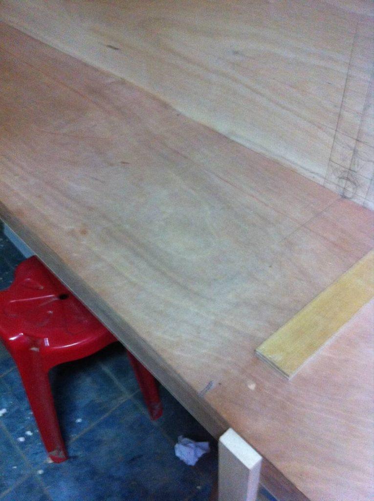 工事中のヘアセット&ヘアーメイクのテーブル