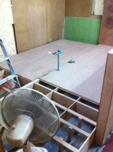 サロン内の個室の工事と配管