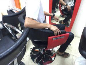 バンコクATAMAヘアサロンで使用するセット椅子