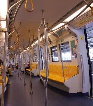 バンコクATAMAヘアーサロンの電車イメージ